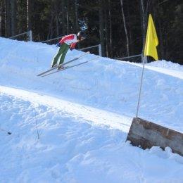 В Южно-Сахалинске состоялись соревнования по прыжкам на лыжах с трамплина «Мир без наркотиков»