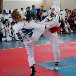 Сахалинские тхэквондисты завоевали 15 путевок на Всероссийские соревнования