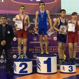 Сахалинские борцы завоевали шесть медалей на представительном турнире во Владивостоке