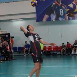 Сахалинские волейболисты сыграли с олимпийскими чемпионами