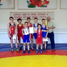 Борцы из Южно-Сахалинска первенствовали на соревнованиях в Шахтерске