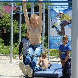 В День России в Смирных прошли соревнования по воркауту