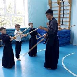 Члены юниорской сборной области провели тренировку по кендо для начинающих