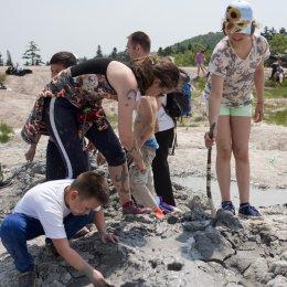 Каратисты посетили грязевой вулкан