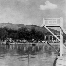 Страницы истории: прыжки в воду в городском бассейне