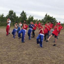 Кикбоксеры провели тренировку в патриотическом палаточном лагере «Мой остров»