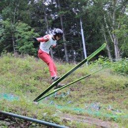 Сахалинские летающие лыжники определили лучших на первенстве в честь Дня физкультурника