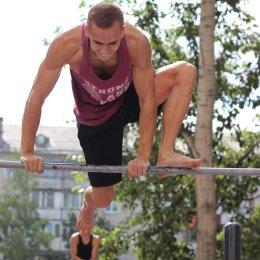 Абсолютным победителем III чемпионата дворового спорта «Сахалинский WORKOUT» стал Владимир Суворов