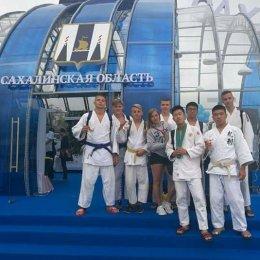 Сахалинские дзюдоисты сфотографировались с президентом России