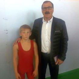 Судья всероссийской категории из Липецка отметил юных сахалинских борцов