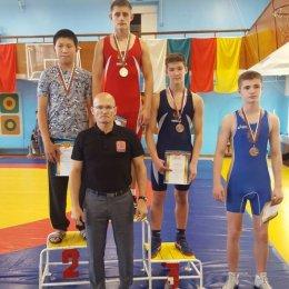Семь сахалинских борцов завоевали право выступить на первенстве России