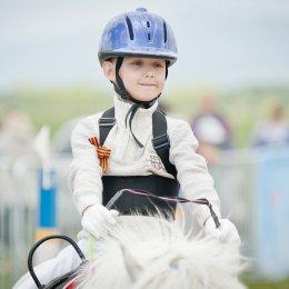 В Троицком прошли соревнования по адаптивному конному спорту