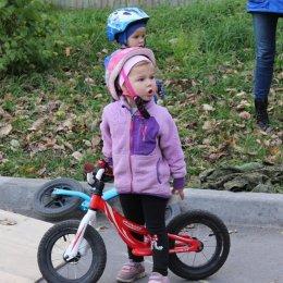 «Школа уличного спорта» проводит бесплатные занятия на беговелах для самых маленьких