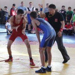 В Южно-Сахалинске состоялись первенство островного региона по греко-римской борьбе, а также региональный турнир «В армии служить почетно»