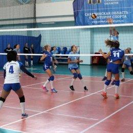В женском чемпионате города по волейболу участвуют шесть команд