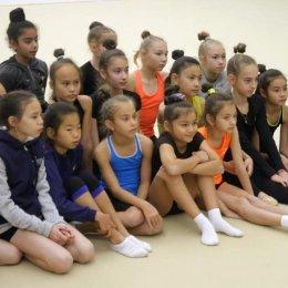 Тренер Алины Кабаевой и Ирины Чащиной проводит учебно-тренировочные сборы для островных гимнасток