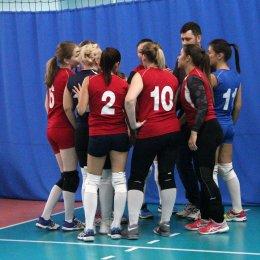 В Южно-Сахалинске начался XV межрегиональный турнир по волейболу «Золотая осень»