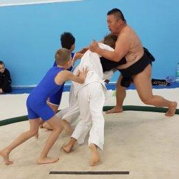 Спортсмены из Японии провели в Южно-Сахалинске мастер-класс по сумо
