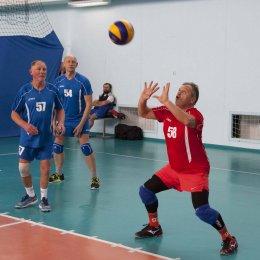 Волейболисты из Долинска стали победителями ветеранского турнира