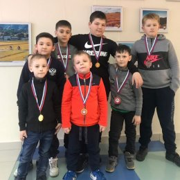 Островные борцы вольного стиля завоевали семь медалей на дальневосточных соревнованиях в Биробиджане
