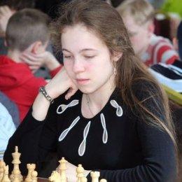 После 5 туров юниорского первенства России Дарья Хохлова занимает второе место