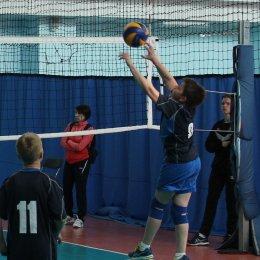 14 команд принимают участие в детском волейбольном турнире, посвященном Дню весны и труда