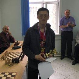Дмитрий Ден выиграл открытый чемпионат Южно-Сахалинска по быстрым шахматам