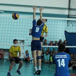 22 команды принимают участие в открытом первенстве области по волейболу