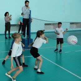 Дошколята играют в мини-волейбол