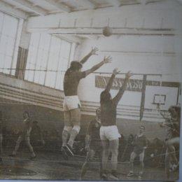 Страницы волейбольной истории: вымпел на память
