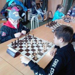 Победителя турнира по быстрым шахматам в Холмске удалось выявить только после подсчета дополнительных показателей