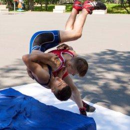 Южносахалинские борцы провели открытую тренировку в городском парке
