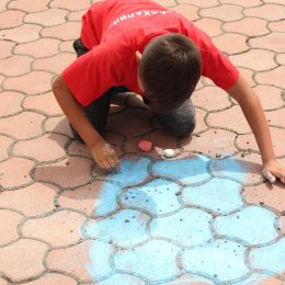 Воспитанники лагеря «Олимпиец» приняли участие в конкурсе рисунков на асфальте