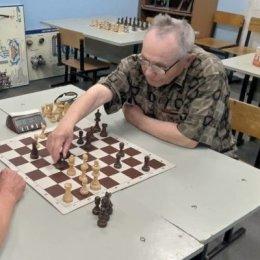 Холмские ветераны определили победителей в стрельбе и шахматах