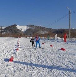 Все участники лыжных соревнований получили чай и пирожки