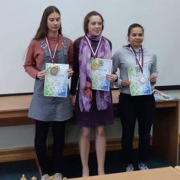 Дарья Хохлова и Константин Сек завоевали золотые медали чемпионата Дальневосточного федерального округа по быстрым шахматам
