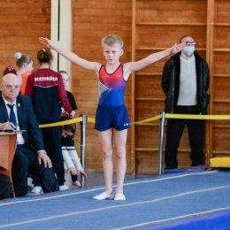 27 медалей завоевали сахалинские акробаты на дальневосточных соревнованиях