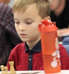 Владислав Черняев первенствовал в онлайн-турнире по быстрым шахматам со 100-процентным результатом