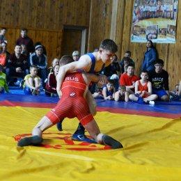 Свыше 100 борцов приняли участие в юбилейном турнире в Тымовске