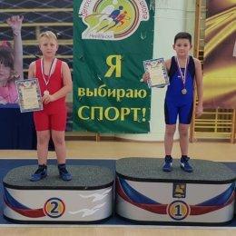 В Невельске боролись юные спортсмены из школ и детских садов