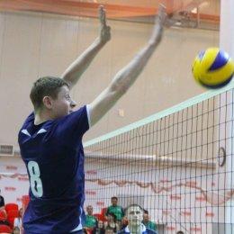 В Невельске участникам волейбольного матча вручили сертификаты