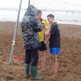 Дождь волейболу не помеха