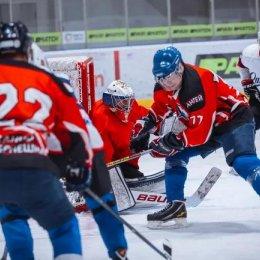 «Океан» из Невельска возглавил турнирную таблицу хоккейных «стариков»