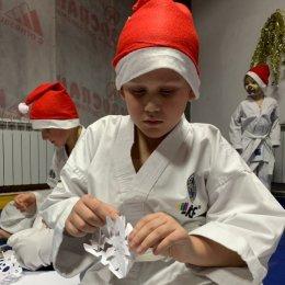 Воспитанники сахалинской федерации тхэквондо МФТ приняли участие в новогодних «Веселых стартах»