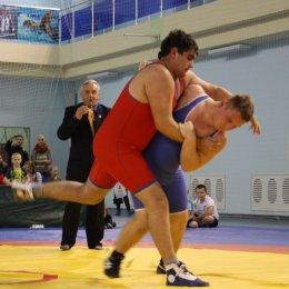 Сахалинские борцы участвуют в турнире на Колыме