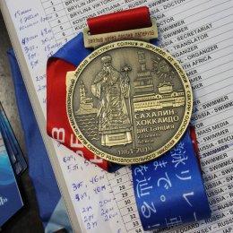 В Южно-Сахалинске наградили участников международного эстафетного заплыва