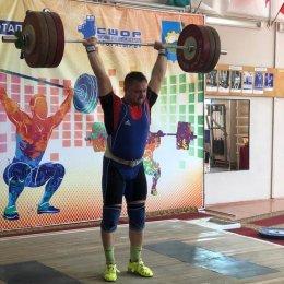 Островитяне завоевали дюжину медалей чемпионата ДФО по тяжелой атлетике