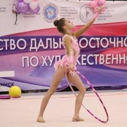 На первенстве ДФО сахалинские гимнастки входят в число лидеров