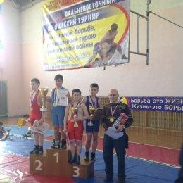 Сахалинские борцы завоевали 8 медалей на дальневосточном турнире