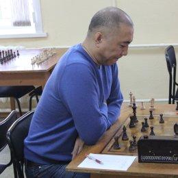 Альберт Лим стал победителем шахматного блиц-турнира памяти Романа Тихонова